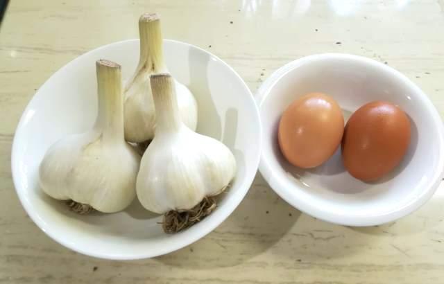 にんにくと卵