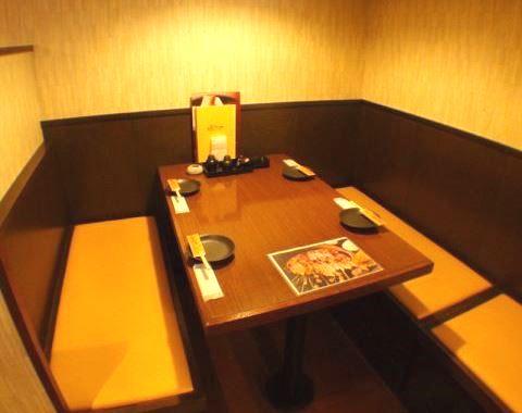 にんにくやのテーブル